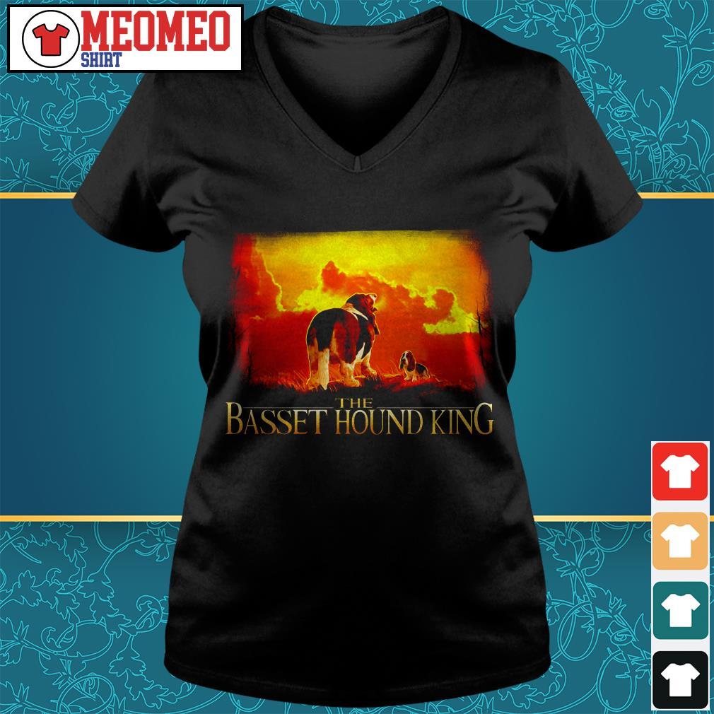 The basset hound king V-neck t-shirt